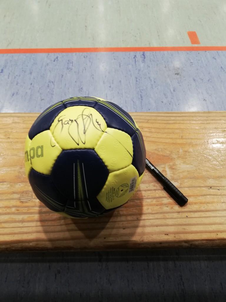 Versteigerung signierter Ball von Gaby Hauptmann