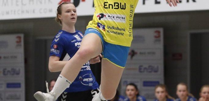 Hannah Person im Dress vom SV Allensbach beim Torwurf