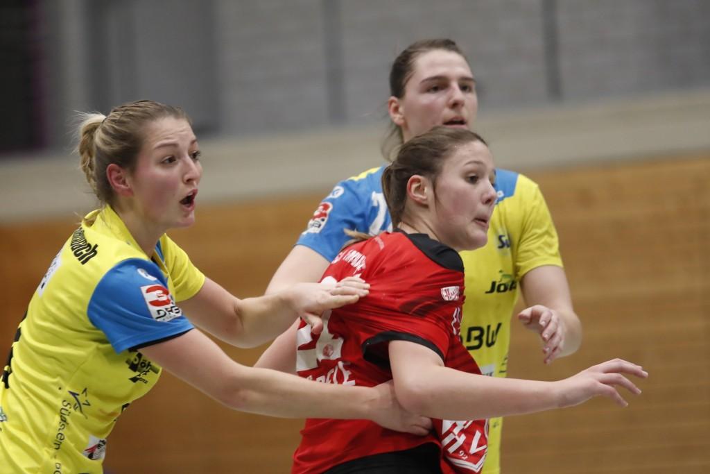 Nadja Greinert (links) und Svenja Hübner (hinten) waren mit je 5 Treffern die erfolgreichsten Werferinnen gegen die HSG Freiburg